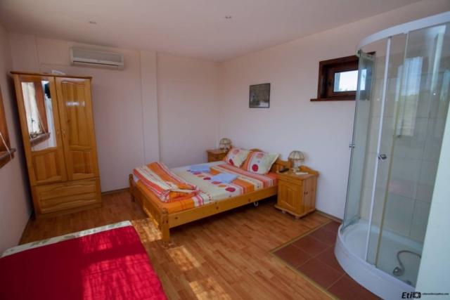 Двойна стая с изглед към басейна, семеен хотел Валдес